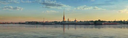 Panorama von Peter- und Paul-Festung in St Petersburg lizenzfreie stockbilder