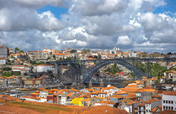 Panorama von Porto mit Brücke Luis I, Portugal Stockfotos