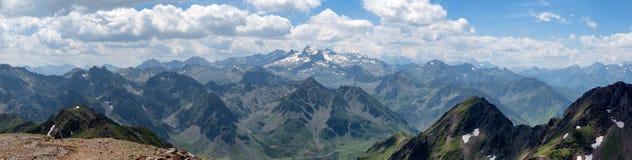 Panorama von Pyrenäen-Bergen in Frankreich Lizenzfreie Stockfotos