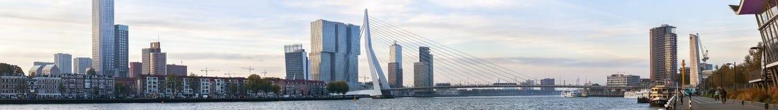 Panorama von Rotterdam am frühen Morgen weckend stockfotografie