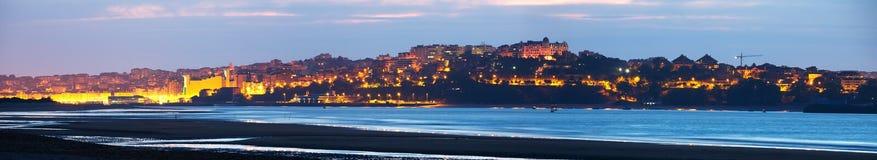 Panorama von Santander von der Bucht am Abend Stockfotos