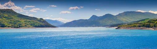 Panorama von See Serre-Poncon Stockbilder