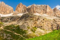 Panorama von Sella-Gebirgszug von Sella-Durchlauf, Dolomit, Ita Lizenzfreie Stockfotos
