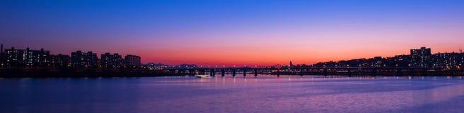 Panorama von Seongsu-Brücke bei Sonnenuntergang in Korea stockbilder