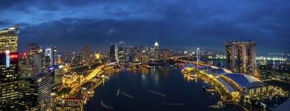 Panorama von Singapur-Stadtbild an der D?mmerung stockbild