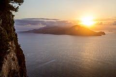 Panorama von Sorrent-Halbinsel von Capri-Insel stockbilder