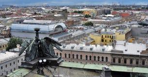 Panorama von St Petersburg, Russland, von der Kolonnade von Heiliges Isaacs-Kathedrale lizenzfreie stockfotos