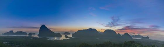 Panorama von Standpunkt Samed Nangshe in der Provinz Phangnga von thailend lizenzfreie stockfotos