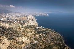 Panorama von Sudak-Bucht und von Schwarzen Meer von einer Höhe Stockbilder