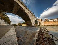 Panorama von Tiber-Insel und von Cestius-Brücke über Tiber-Fluss Lizenzfreies Stockbild