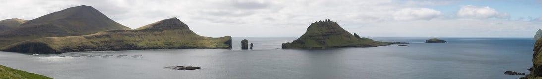 Panorama von Vagar, von Gasholmur und von Tindholmur Lizenzfreie Stockfotos