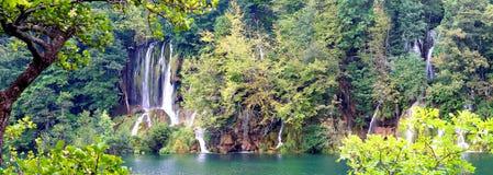Panorama-Wasserfälle Stockfotografie