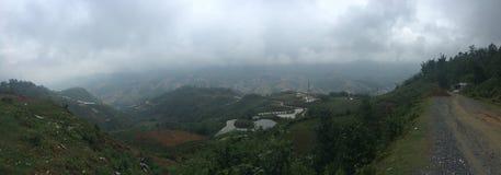 Panorama weit weg von der Terrassenreisfeld-Landschaftsansicht lizenzfreie stockfotos