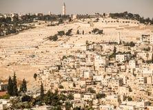 Panorama, welches die alte Stadt von Jerusalem, Israel, includin übersieht Lizenzfreie Stockbilder