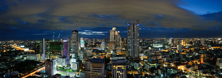 Panorama widok Bangkok pejzaż miejski przy nocą, Tajlandia Obraz Stock