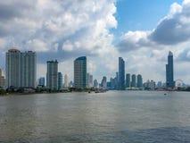 Panorama widok dzielnica biznesu z rive przedpole zdjęcia stock