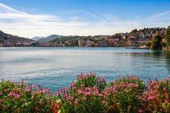 Panorama widok Lugano, g?ry i miasto Lugano jeziorni, Ticino kanton, Szwajcaria Sceniczny pi?kny Szwajcarski miasteczko z luksuse zdjęcia royalty free