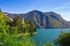 Panorama widok Lugano, g?ry i miasto Lugano jeziorni, Ticino kanton, Szwajcaria Sceniczny pi?kny Szwajcarski miasteczko z luksuse fotografia stock