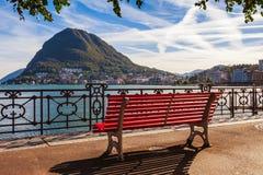 Panorama widok Lugano, g?ry i miasto Lugano jeziorni, Ticino kanton, Szwajcaria Sceniczny pi?kny Szwajcarski miasteczko z luksuse obrazy royalty free