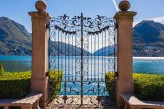 Panorama widok Lugano, g?ry i miasto Lugano jeziorni, Ticino kanton, Szwajcaria Sceniczny pi?kny Szwajcarski miasteczko z luksuse obraz stock
