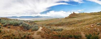 Panorama widok moutains i jezioro w antylopy wyspie Zdjęcia Royalty Free