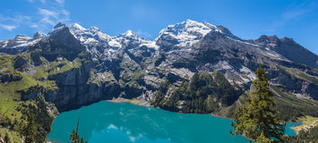 Panorama widok Oeschinensee na bernese oberla (Oeschinen jezioro) Obraz Stock