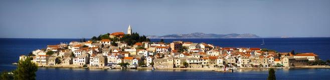 Panorama widok przy wyspą Krapanj, Dalmatia zdjęcie stock