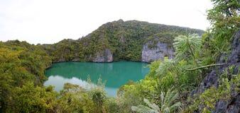 Panorama widok zielona laguna przy archipelag wyspą Zdjęcie Royalty Free