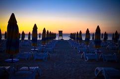 Panorama wschodu słońca bryczki longue Albena plaży Bułgaria morze Zdjęcia Royalty Free