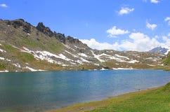 Panorama wysokogórski jezioro w górze Zdjęcie Royalty Free