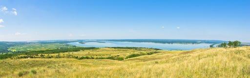 Panorama y paisaje cerca del río Danubio fotos de archivo libres de regalías