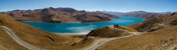 Panorama of Yamdrok Lake in Tibet Royalty Free Stock Photos