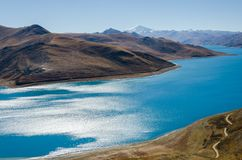 Panorama of Yamdrok Lake in Tibet stock photography