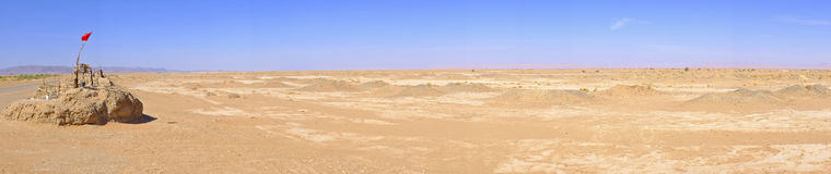 Panorama z wodnym dobrze w saharze, Maroko Zdjęcia Stock