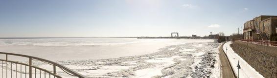 Panorama zamarznięty Jeziorny przełożony w Duluth, Minnestoa Fotografia Royalty Free
