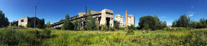 Panorama zaniechana fabryka, przemysłowy tło Obraz Stock