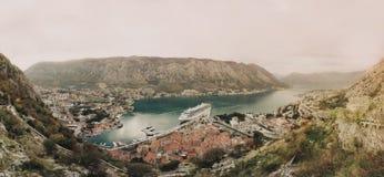 Panorama zatoka i miasto Kotor obraz stock