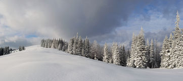 Panorama zima krajobraz w górach Fotografia Royalty Free