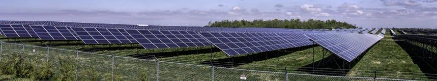 Panorama zonnelandbouwbedrijf Royalty-vrije Stock Afbeeldingen