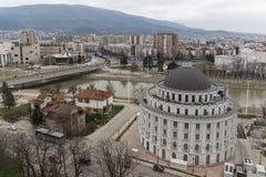 Panorama zur Stadt von Skopje von der Festung Kohlfestung in der alten Stadt, Repub stockfotografie