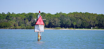 Panorama Zwalniałam prędkość podpisuje wewnątrz Zatoka Tampa Obrazy Stock