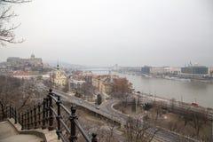 Panoramaansicht über die Donau und Buda Castle Stockfotos