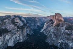 Panoramaansicht bei Sonnenuntergang in Yosemite Stockfotografie