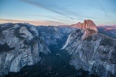 Panoramaansicht bei Sonnenuntergang in Yosemite Stockbilder