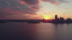 Panoramaansicht des Sonnenuntergangs über New York stock video footage