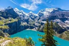 Panoramaansicht von Oeschinensee (Oeschinen See) auf bernese oberla Lizenzfreies Stockfoto
