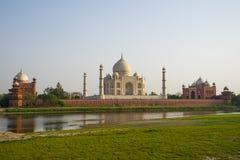 Panoramaansicht von Taj Mahal vor Teilmenge, Agra, Indien Lizenzfreie Stockfotografie
