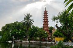 Panoramaansicht von Tran Quoc-Pagode, der ?lteste Tempel in Hanoi, Vietnam stockbild