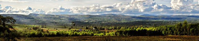 Panoramaberg en landbouwbedrijf Stock Foto's