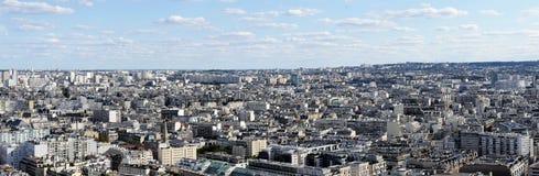 Panoramabildöverblick av havet av hus för ‹för †av Paris, stads- liv i ett smalt utrymme, sikt till öst royaltyfria bilder